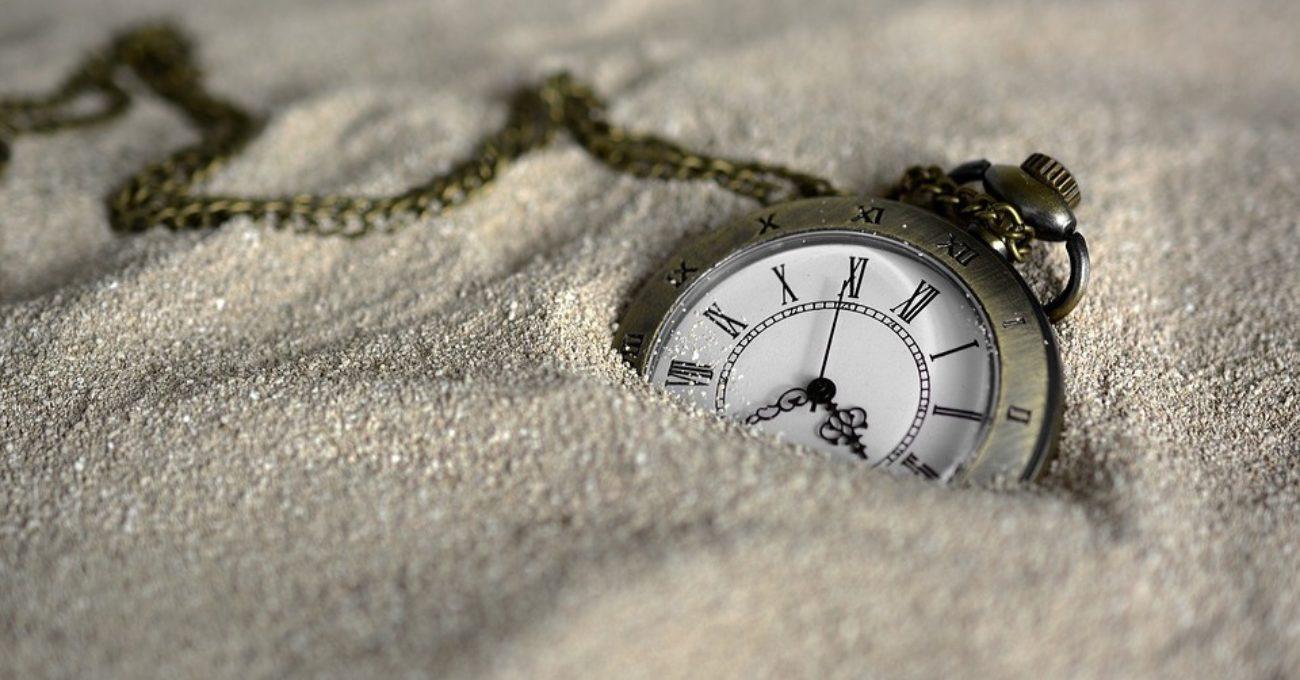 Eseu despre timp de Alexandra Mihalache