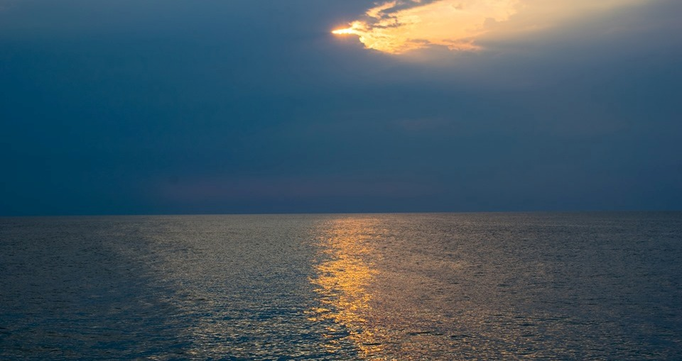 Ne cheama marea - poezie de Alexandra Mihalache