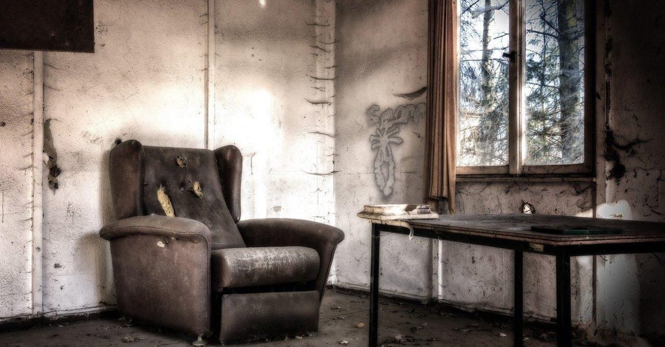 Casa de nebuni - poezie de Alexandra Mihalache